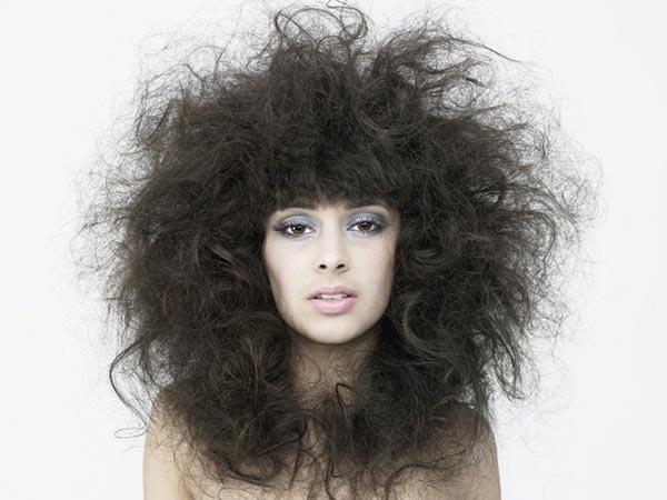 alisar el pelo encrespado