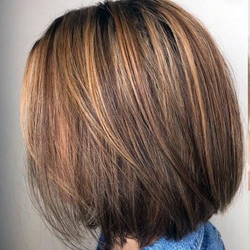 pelo castaño oscuro
