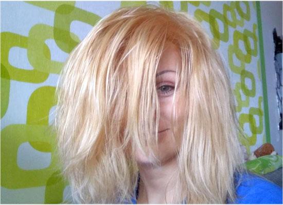 como llevar un pelo oscuro a un tono rubio