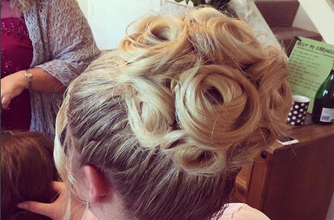 peinado-rodete-en-forma-de-flor