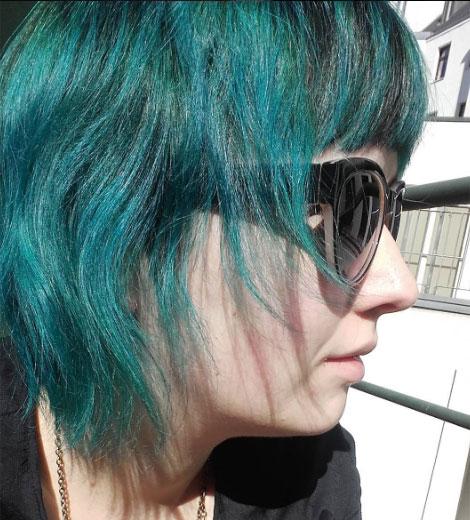 verdes oscuros van mejor en pelos negros o castaños