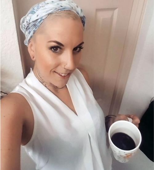 con shampoo con café entre sus ingredientes