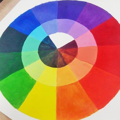 los colores enfrentados se neutralizan