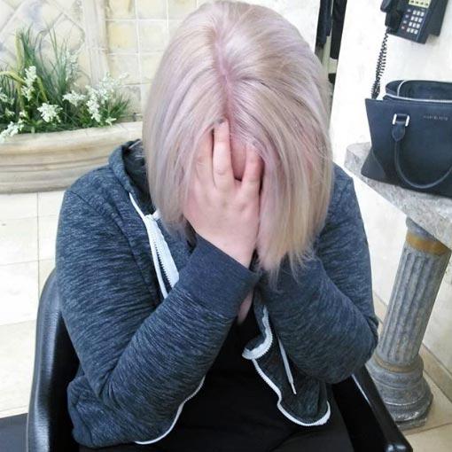 dejos violetas en el pelo