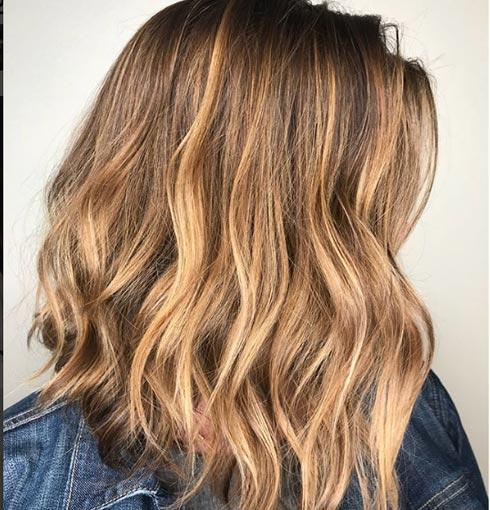 Color de cabello cenizo rayitos