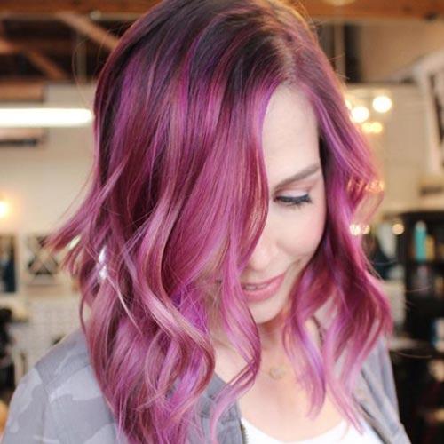 Balayage en tonos rosados y fucsia. partiendo de pelo oscuro
