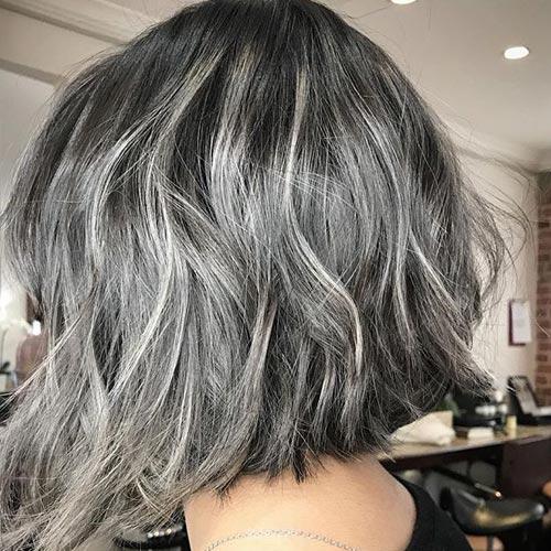 Rayos en cabello corto color plata