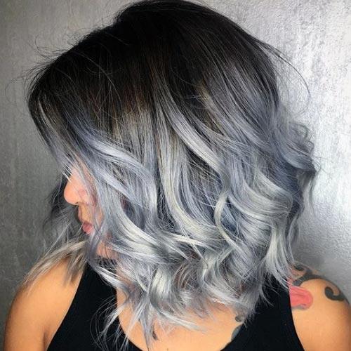tono plateado y azul