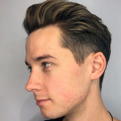 Mechas rubias pelo corto hombre