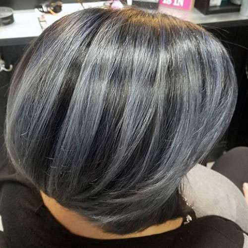 reflejos grises en pelo oscuro