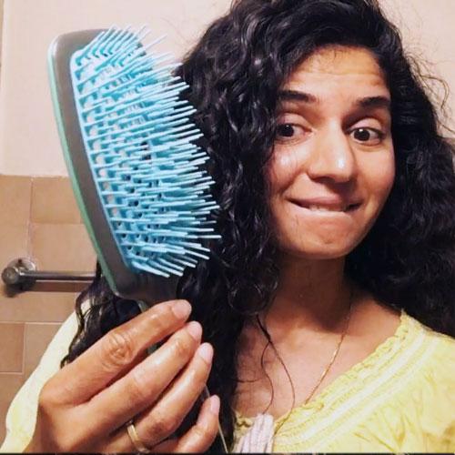 usar cepillo de cerdas naturales