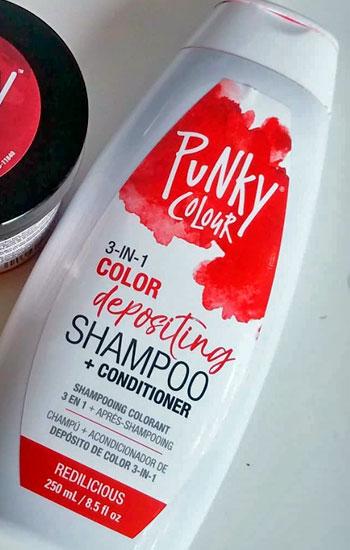 deposita pigmentos de color rojo