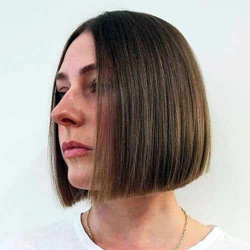 highlights neck and face features