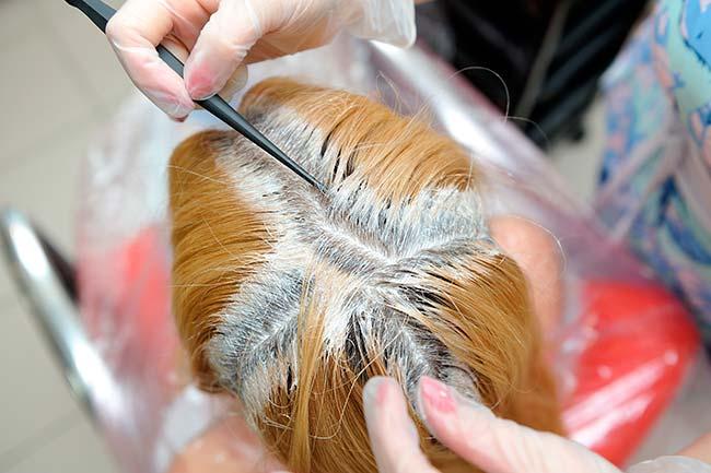 mezcla decolorante no toca el cuero cabelludo