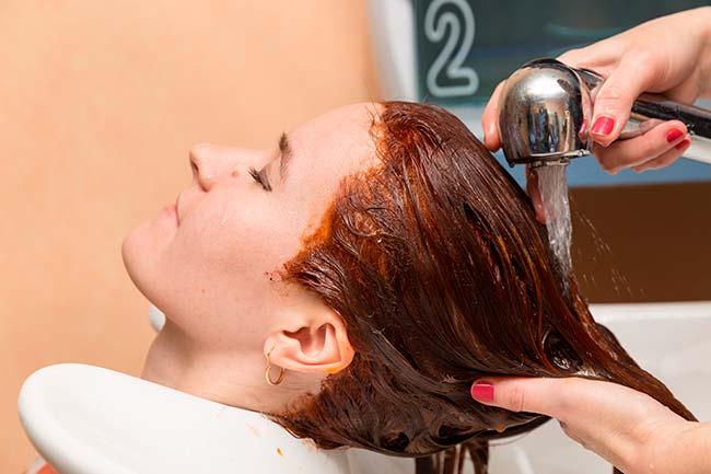 lavar el pelo despues de teñir