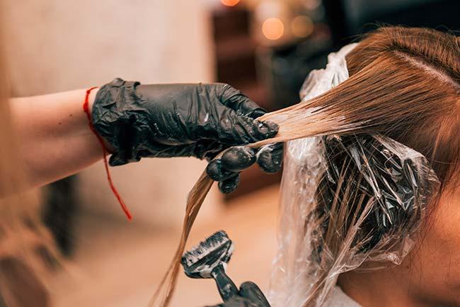 peluquera aplico un tinte demasiado oscuro