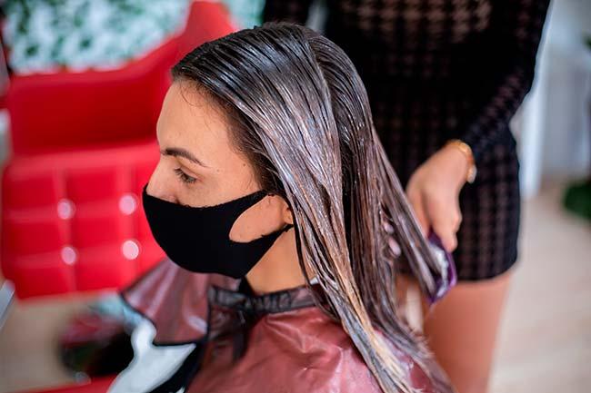 dejar producto en el cabello